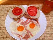 Sonka tojással és pirítóssal
